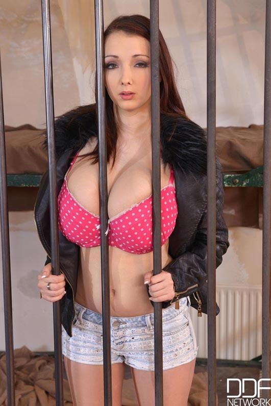 naked Kyra Hot beautiful tits sex ...