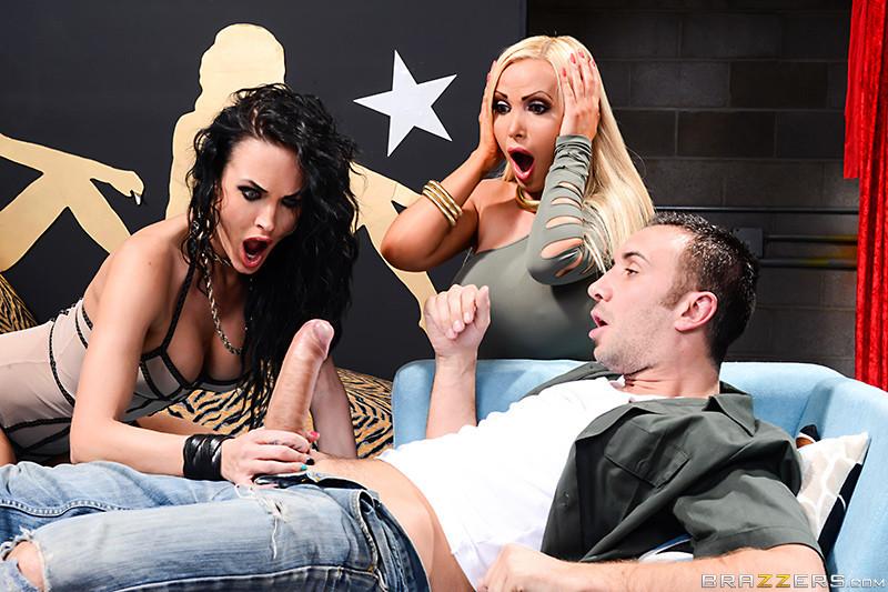 Alektra Blue и Nikki Benz поделили член любовника порно фото бесплатно