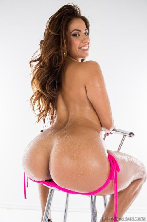 Curvy round ass latina drilled with a huge rod