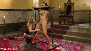 Crawling to the throne of Mona Wales, submissive s