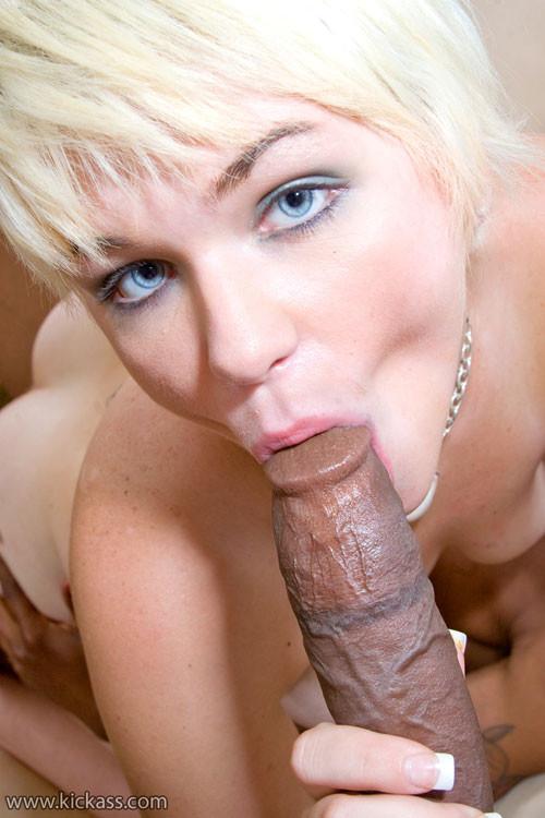 сперма на лицо зрелой блондинки с короткой стрижкой данном