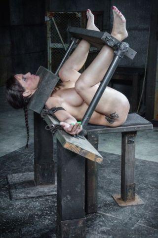 sexy Syren Demer brunette bdsm