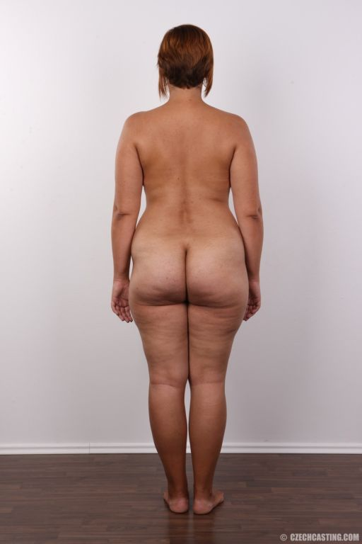 Chubby wife with big ass posing nude