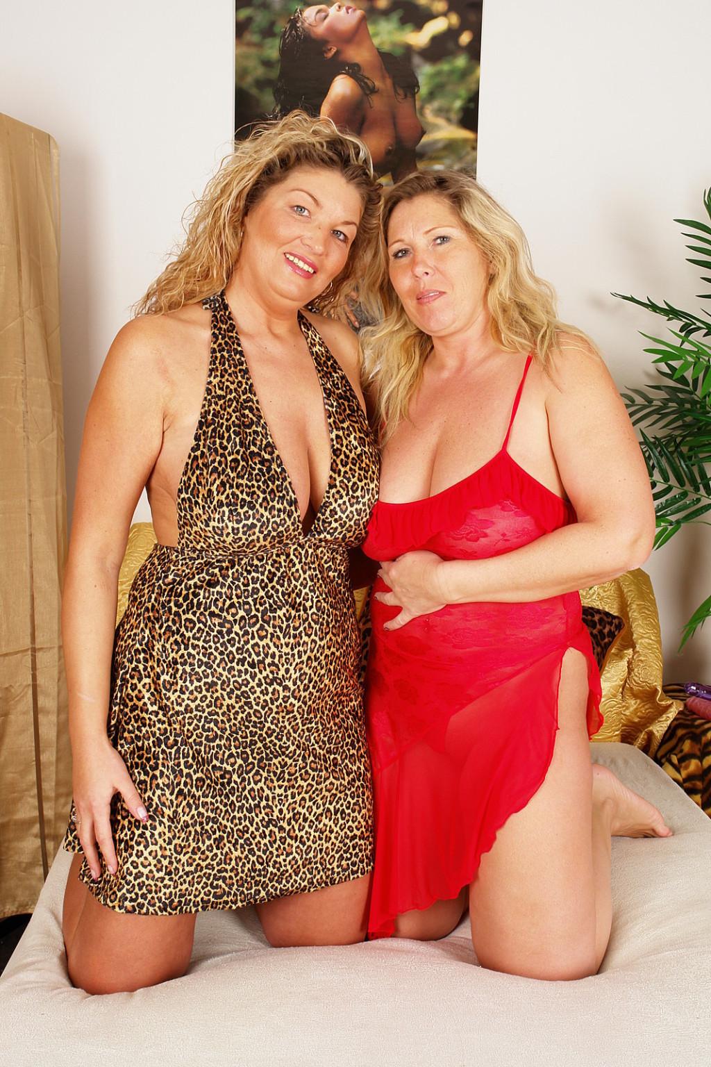 Big Booty Lesbians Threesome