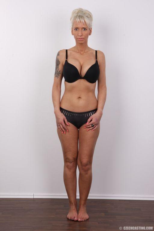 Mature wife posing nude