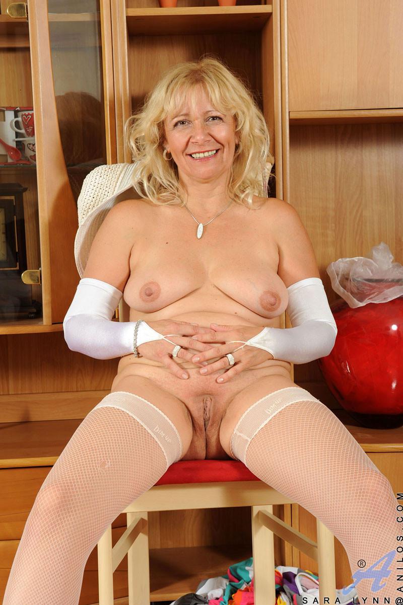Sexy hot nude elli