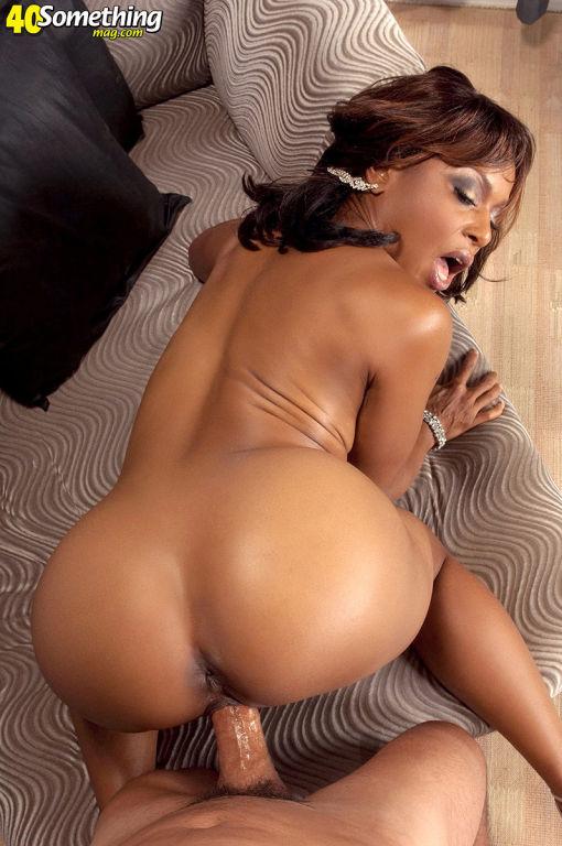Black mature babe loves wild sex