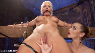 Holly Heart crawls into Bella Rossi's dungeon eage