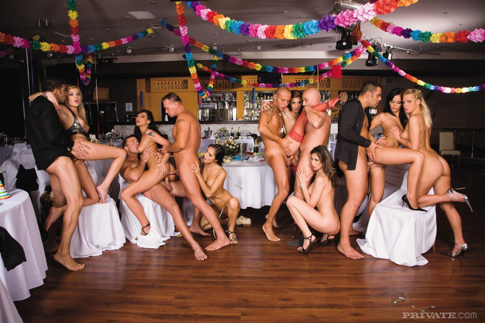 талантливая чешские пати в клубе свингеров смотреть в хорошем качестве маленькие голые сучки