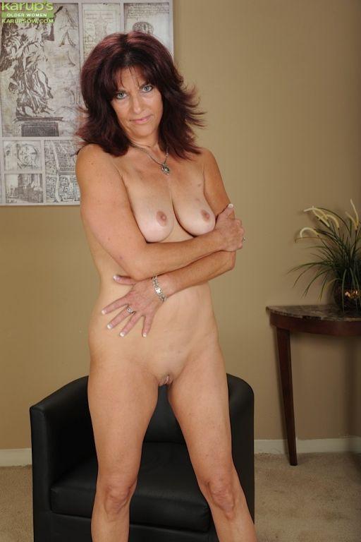 Mature amateur wife Val Creek strips butt ass nake