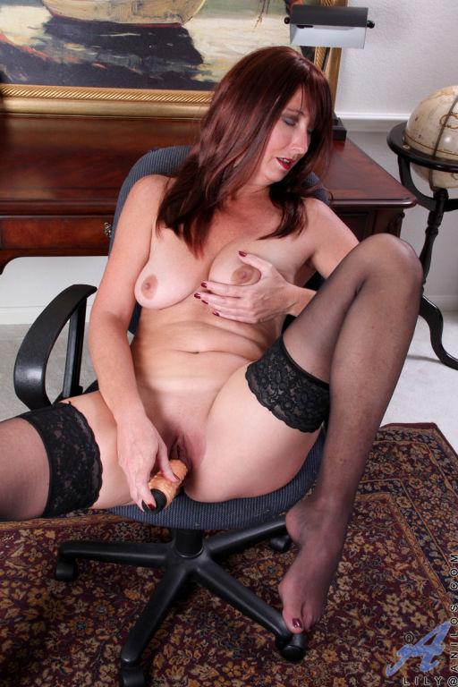 Horny Anilos Lily shoves a stiff dildo deep into h