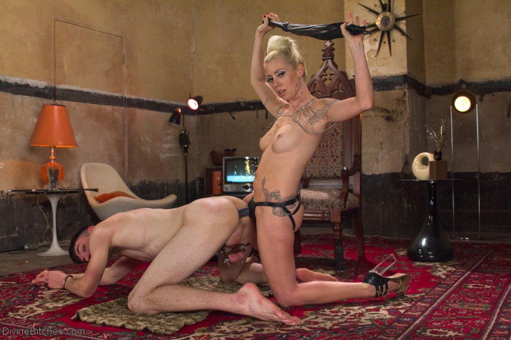Mistress Lorelei Lee is sex in heels. Her beauty i