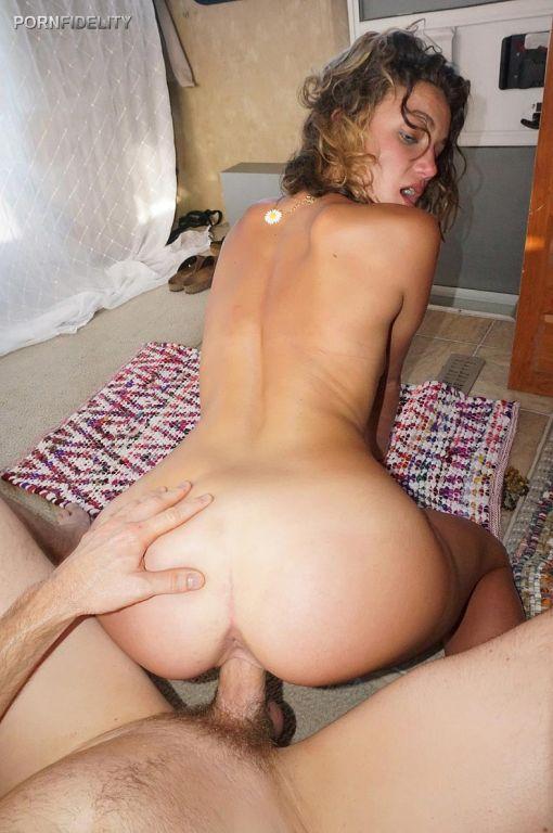 Ruiva rabuda adora um bom anal com negros videos de sexo