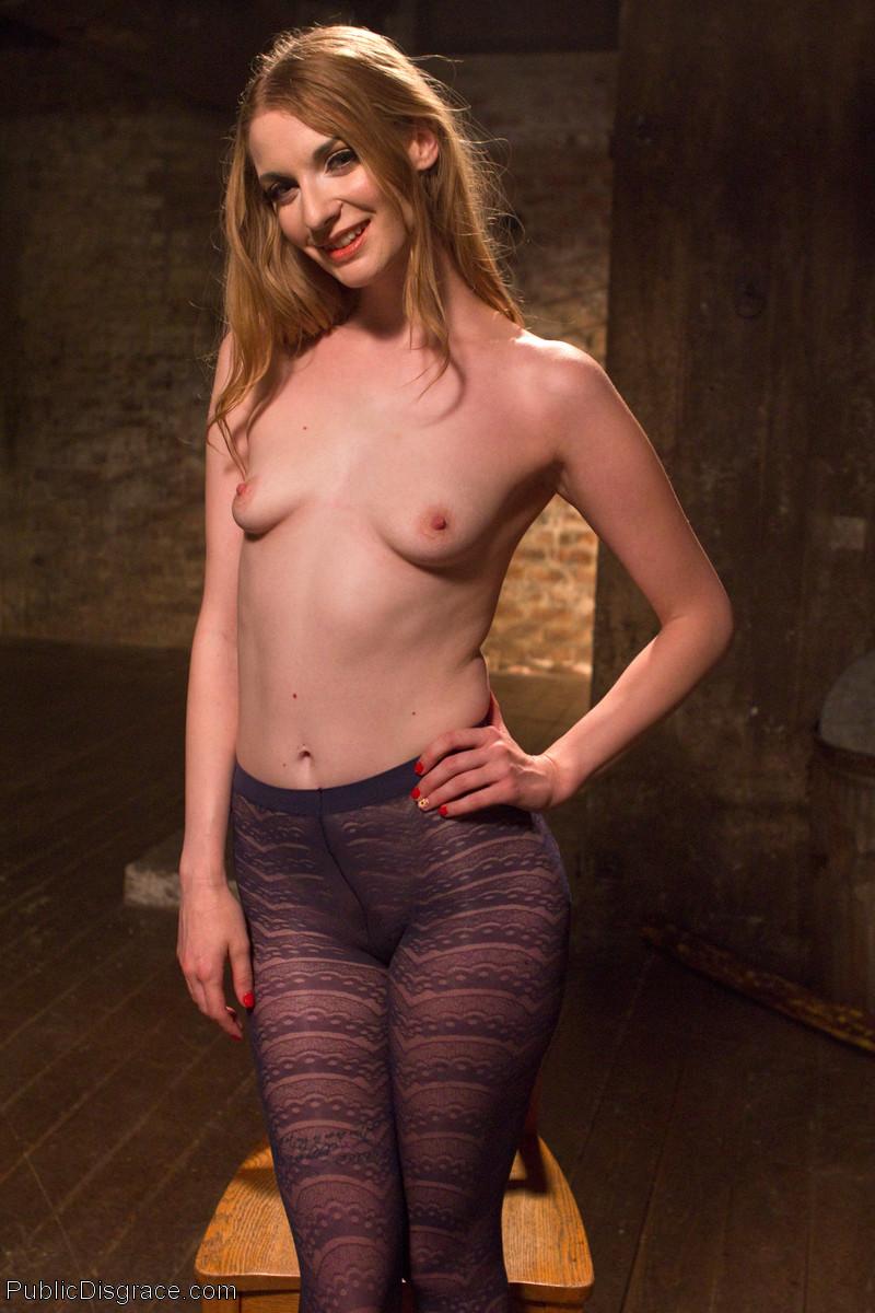 Ela Darling порно модель