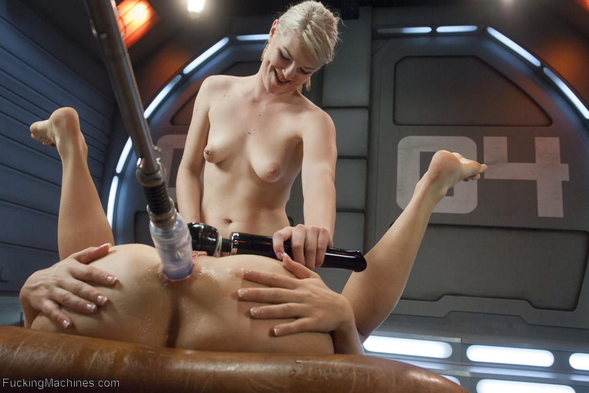jessica simpson naked boobs