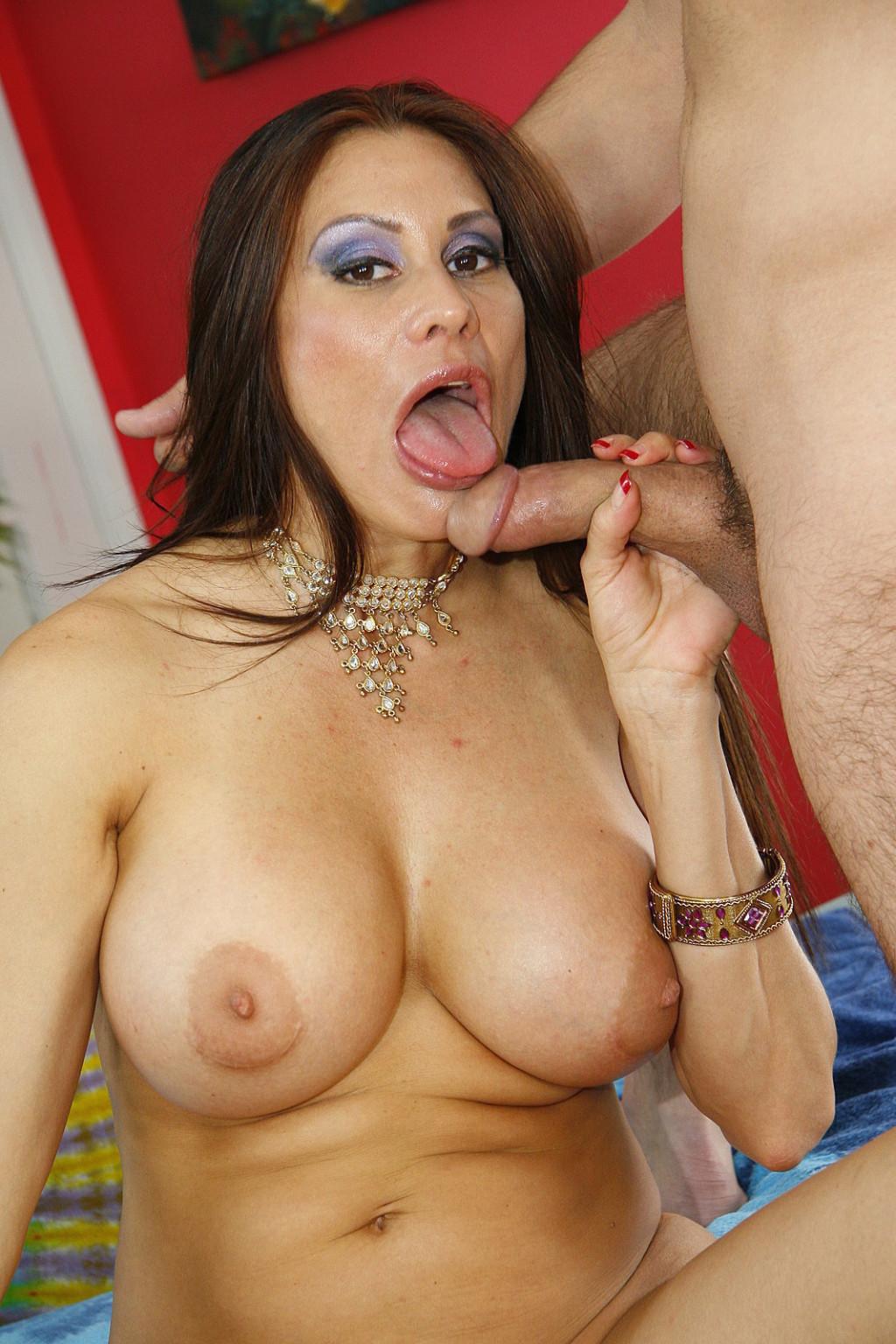 Nude mature mom sex
