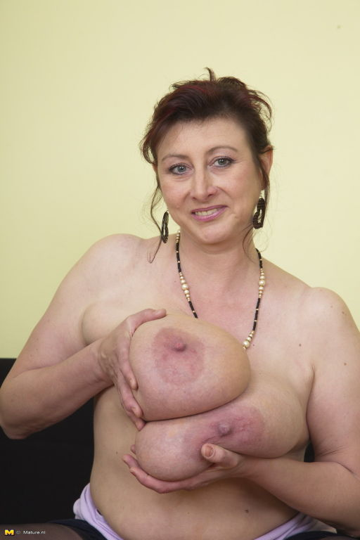 Huge breasted Jana loves playing alone