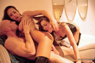 2 Gorgeous girls satisfy their client with thrilli
