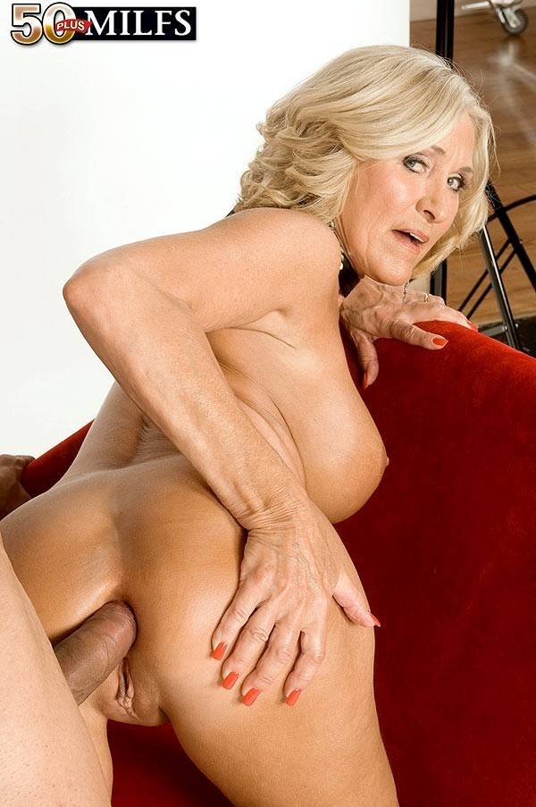 Youporn lesbian anal milf