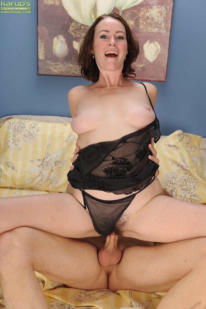 Mature women bouncing on cock photos 669