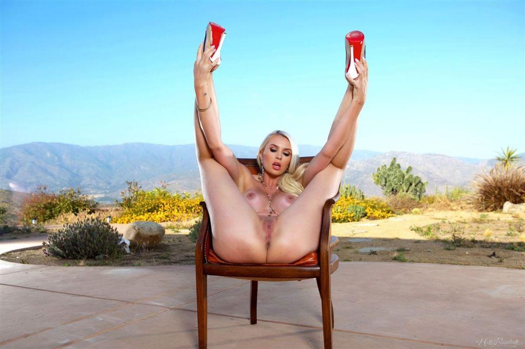 Gigi Allens In A Hot outdoor Striptease