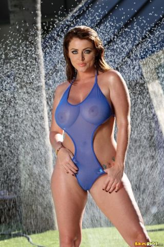 naked Sophie Dee curvy -bikini riot