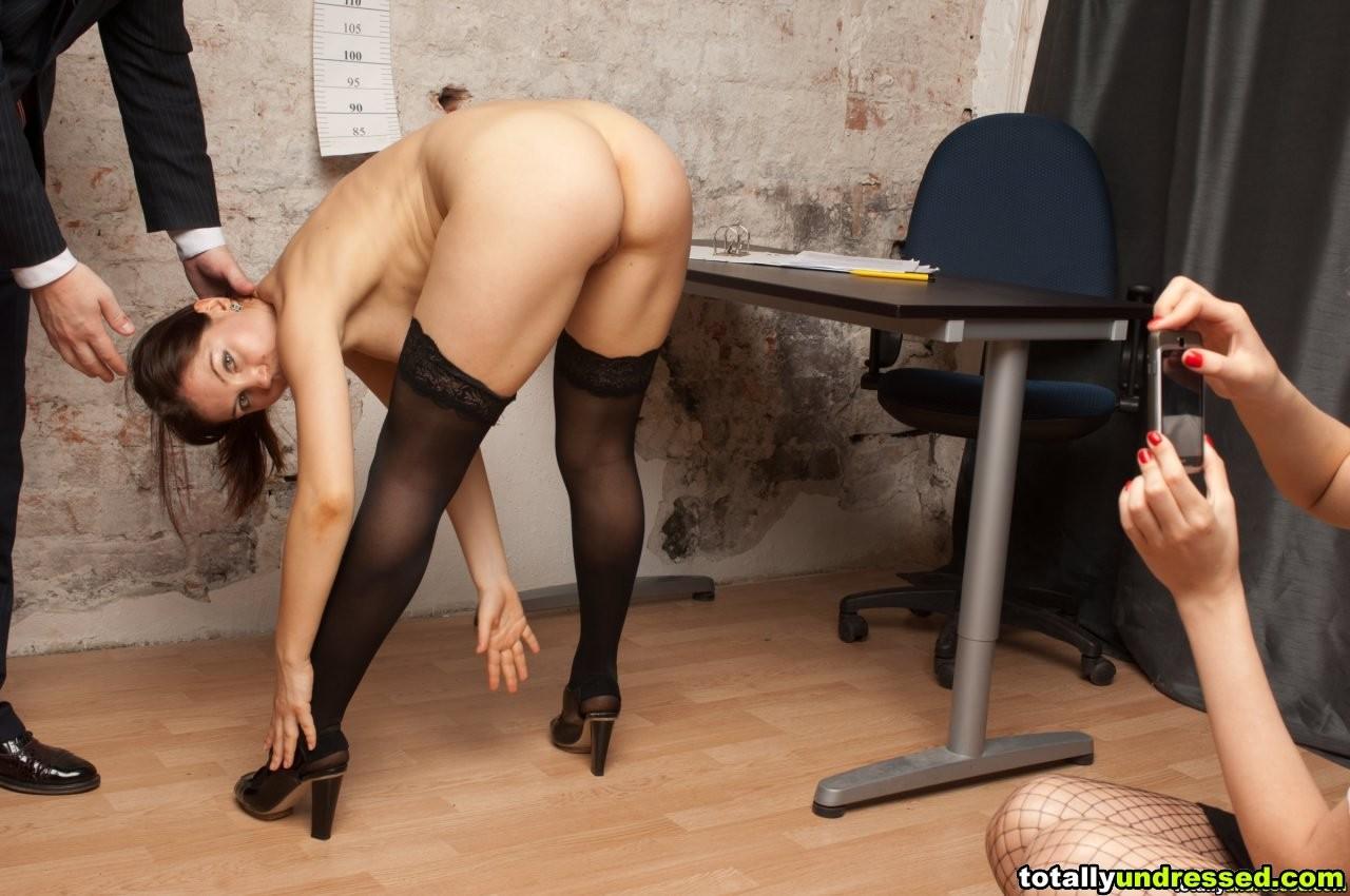 Порно секретарша танцует стриптиз