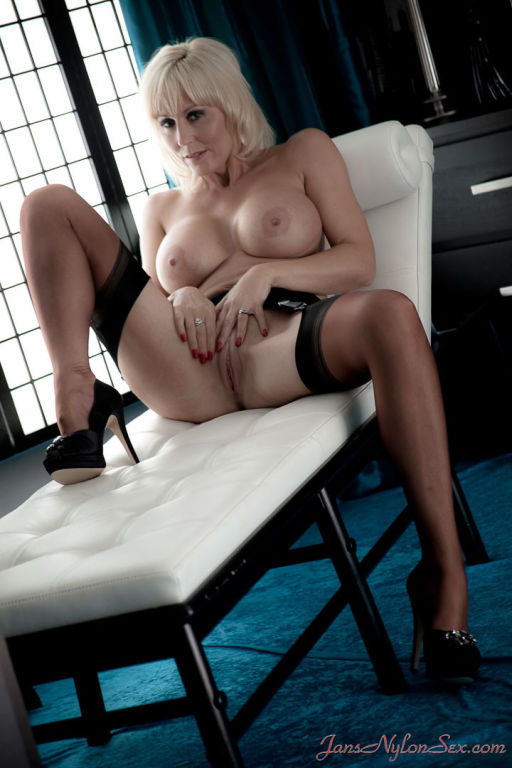 Sexy housewife Jan Burton strips to her fully fash