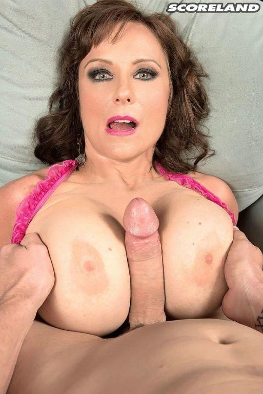 Big boobed milf Shelby Gibson raw titty fucked
