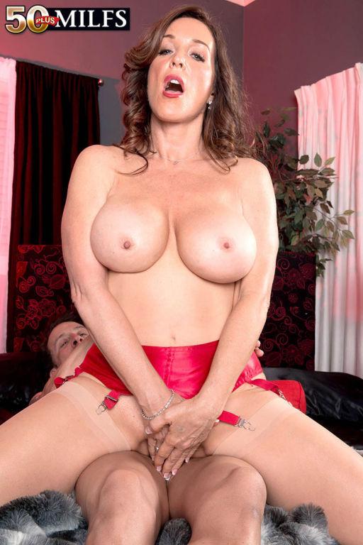 Gorgeous Busty MILF Rachel Steele Having A Stiff C