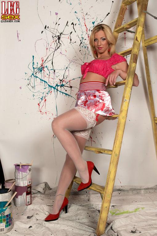 Busty Hot Jordan Carter Showing Her Long Sexy Legs
