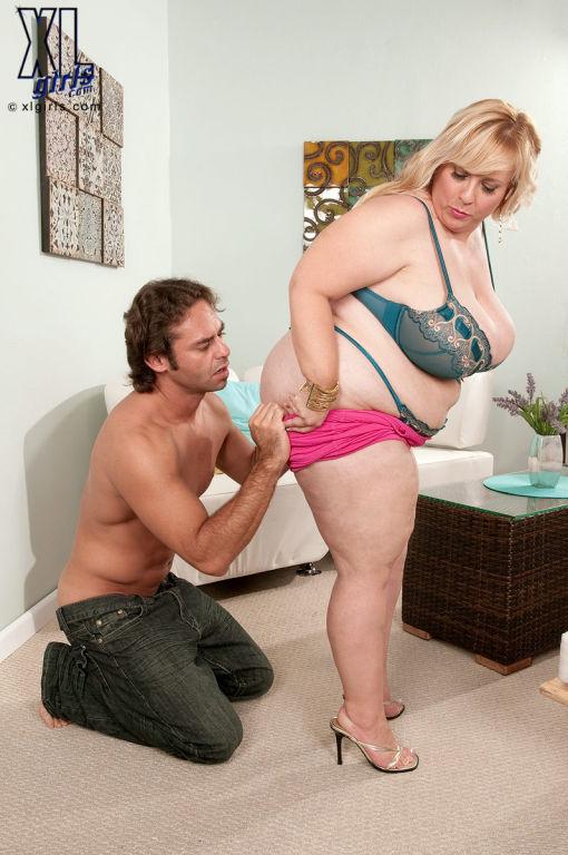 large BBW Slut Cassie Blanca Seducing A Guy With H