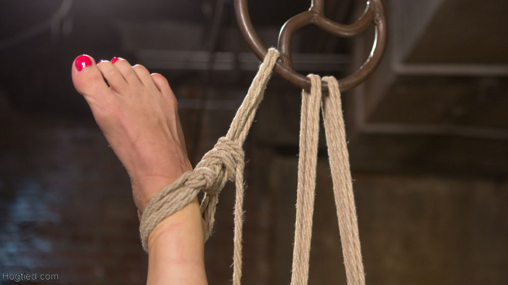 Lorelei Lee Submits in Brutal Bondage with Gruelin