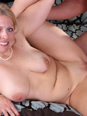 Cougar Milf Slut Having A Deep Pussy Fuck