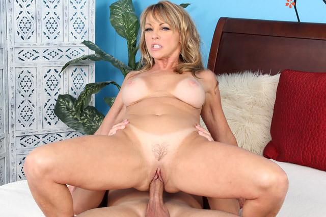 Laveaux porn pics milf Shayla