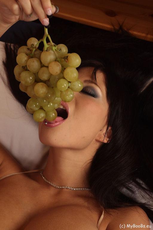 Domino Grapes