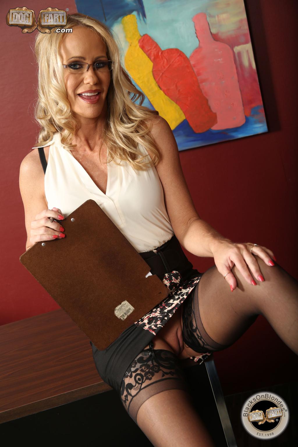 Simone Sonay порнозвезда