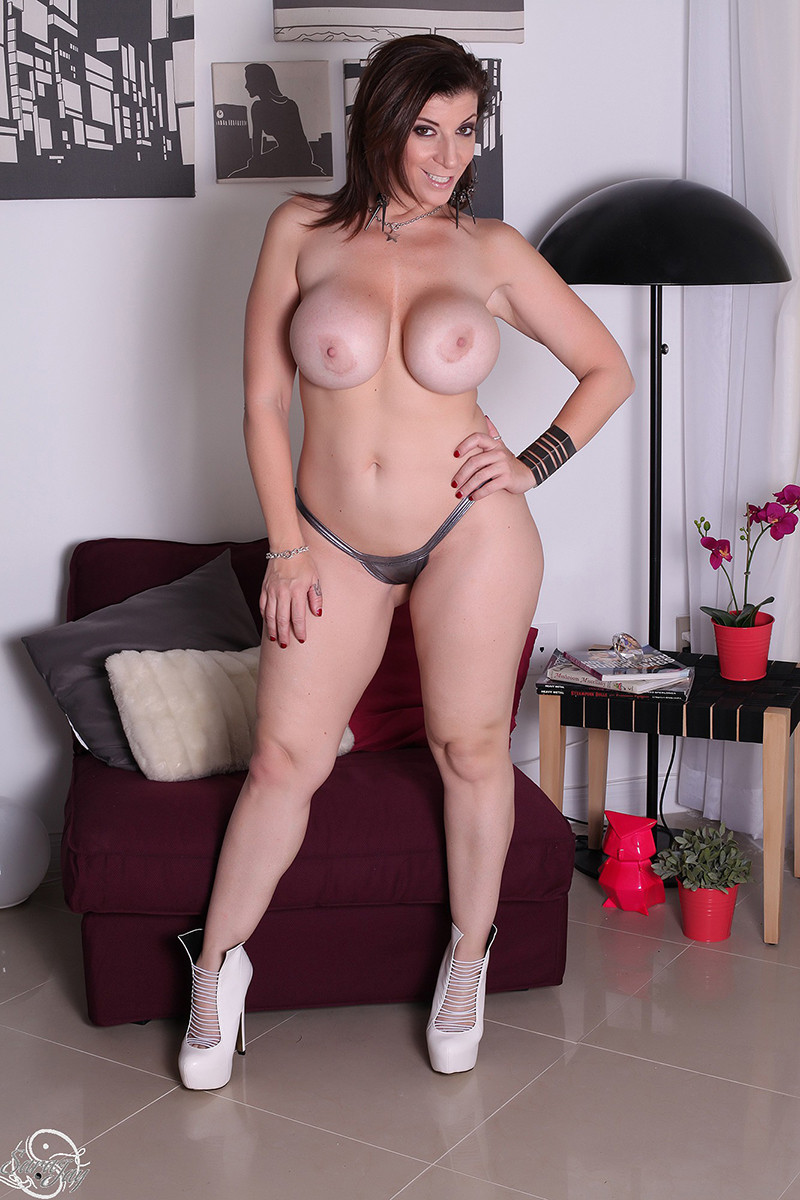 Porn sexy women and fucking vibrators