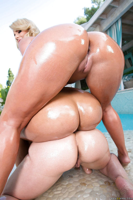 Bootylicious MILFs demonstrating their oiled up bo