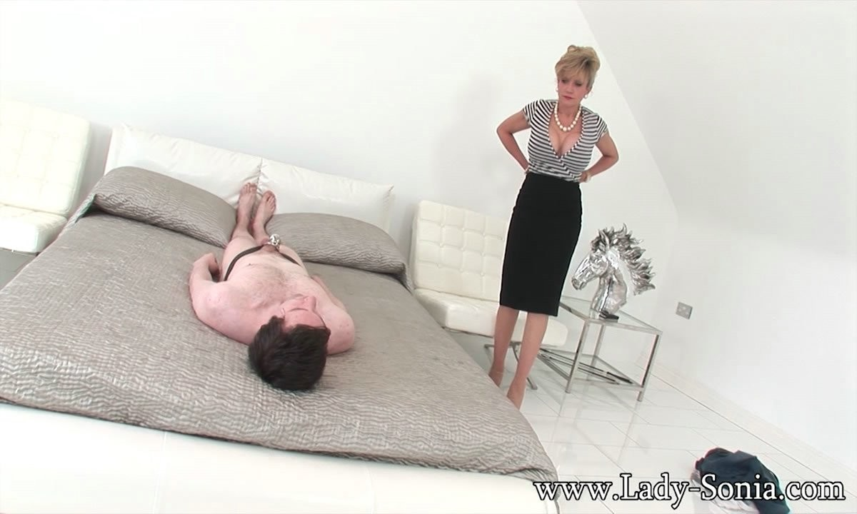 Facesitting from sexy British mature in stockings