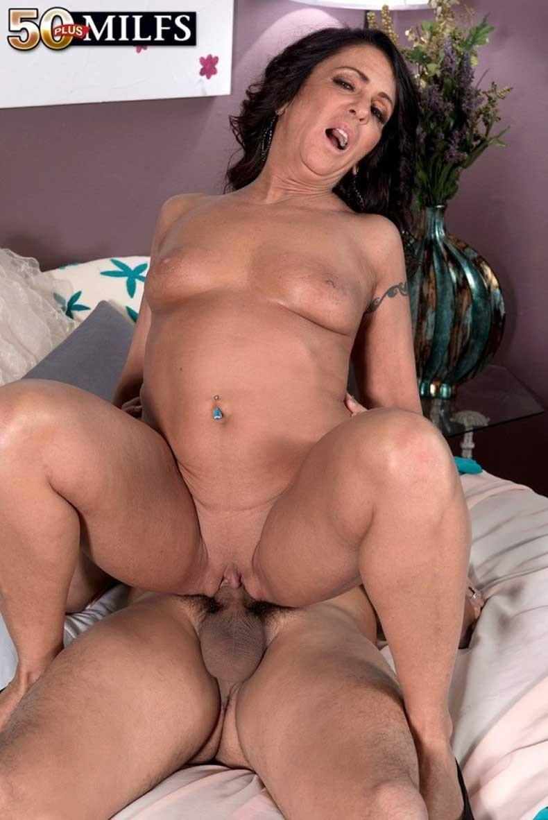 Azure Dee порно модель
