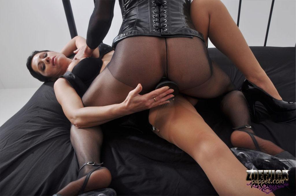 TGirl Zoe gets her big juicy cock sucked by a hor
