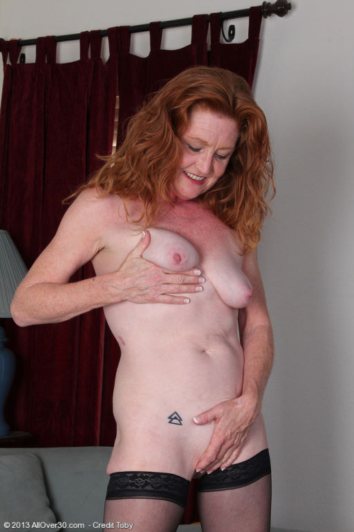 Redheaded 28 year old Tami Estelle looking sexy in