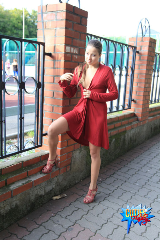 Almost artful sexy body flashing in a public place