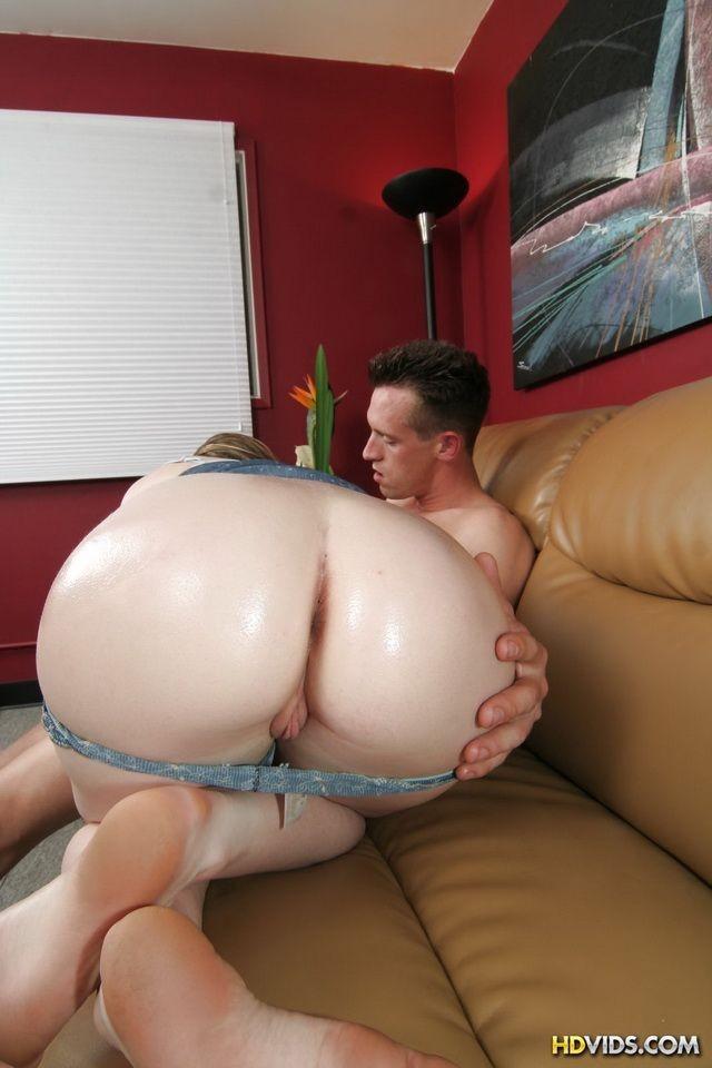 Runette milf small tits