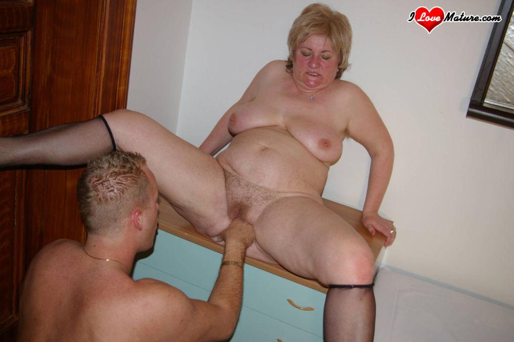 mature slut getting her hole filled