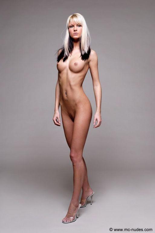 British babe Deanna naked at MCNudes