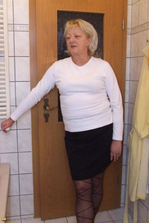 Blonde housewife taking a kinky shower