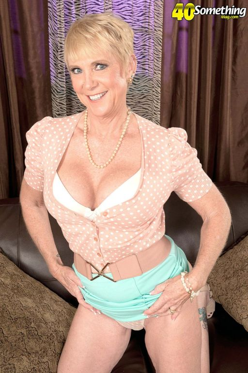 Milf Honey Ray Doing Her Pussy Solo