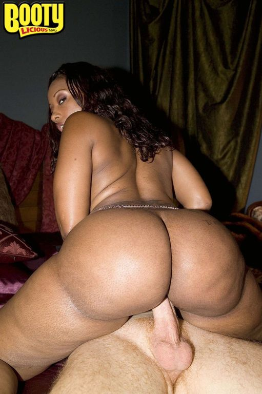 Busty Huge Ass Slut Cherokee DAss Riding A Hard Di